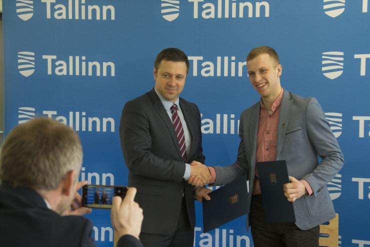 FOTOD! Tallinna linna ja Eesti Jäähokiliidu koostöös rajatakse Piritale jäähokiväljak
