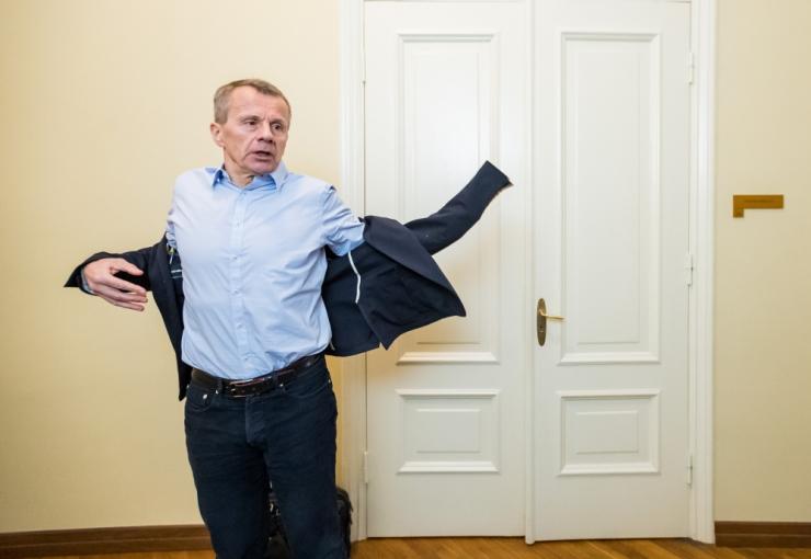 Poliitik Jürgen Ligi autole sõideti Tallinna kesklinnas küljelt sisse