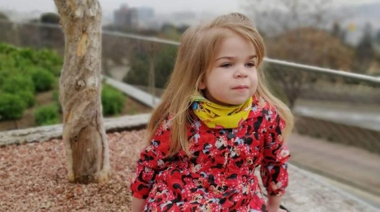 Haruldase geneetilise haigusega pisitüdruk sõitis Lastefondi annetajate toel uuringutele