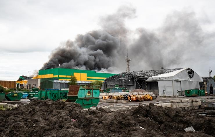 Keskkonnaamet ei peata Ragn-Sellsi korduvalt põlenud jäätmetehase luba