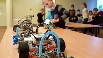 Koolid ja lasteaiad saavad ligi 300 000 eurot toetust tehnoloogiaseadmete ostuks