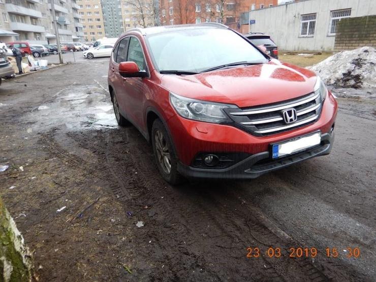 Mupo tuletab meelde: linnas on haljasalal parkimine keelatud