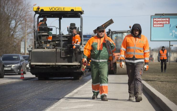 GALERII: Laagna teel alustati asfalteerimistöödega