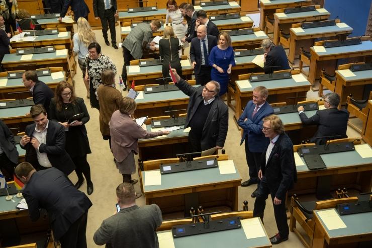 Riigikogu liikmed moodustasid parlamendi- ja toetusrühmad