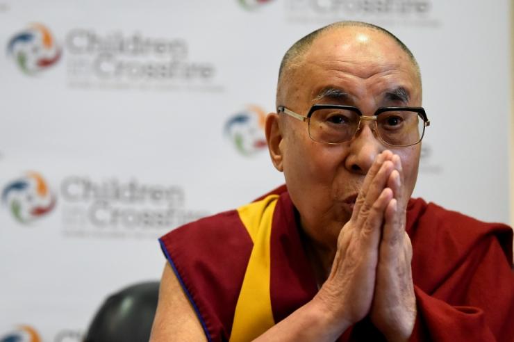 Dalai-laama kirjutati haiglast välja