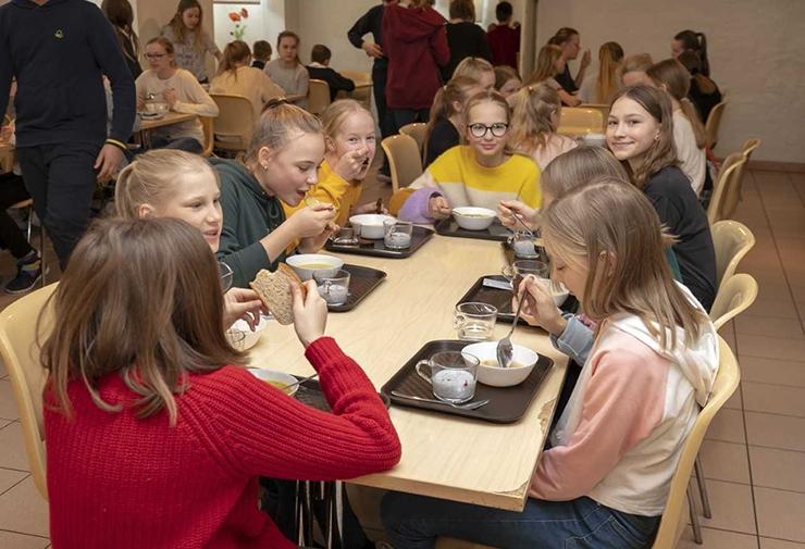 TÕUSEV TREND: Koolid turgutavad laste tervist hommikupudruga