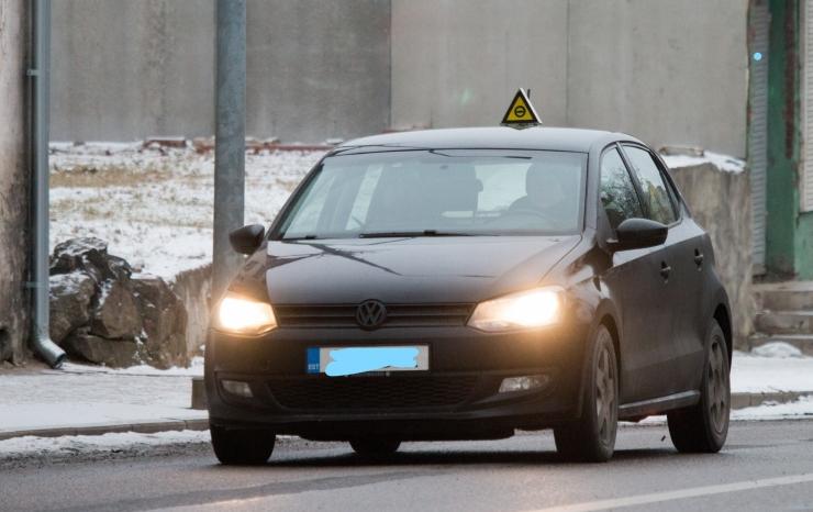 Sõidueksamit saab teha autokooli automaatkäigukastiga sõidukiga