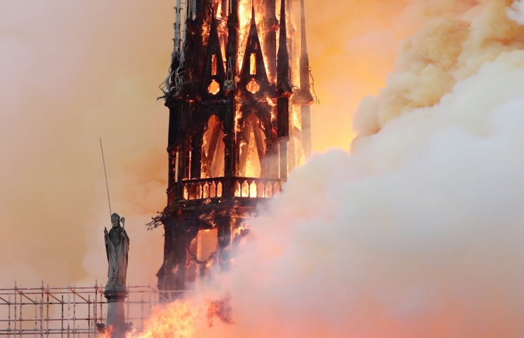 OTSE! Pariisi tuletõrjel ei pruugi õnnestuda katedraalipõlengut peatada