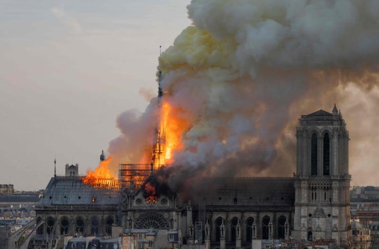 Pariisi meeri sõnul õnnestus Notre-Dame'ist päästa hindamatuid aardeid
