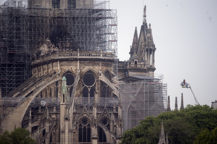 Macron: Jumalaema kirik taastatakse