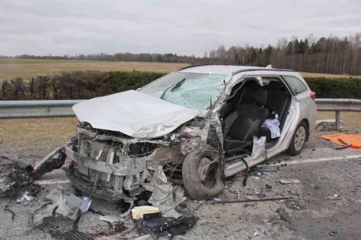 Jõgevamaal avariis raskelt viga saanud mees suri haiglas