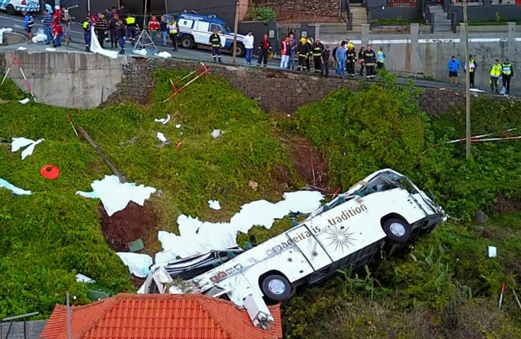 Madeiral hukkus bussiõnnetuses 29 inimest