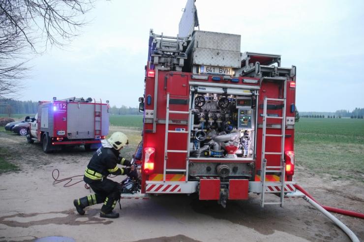 Pärnumaal kustutati kolmekümnel hektaril põlenud metsaalune