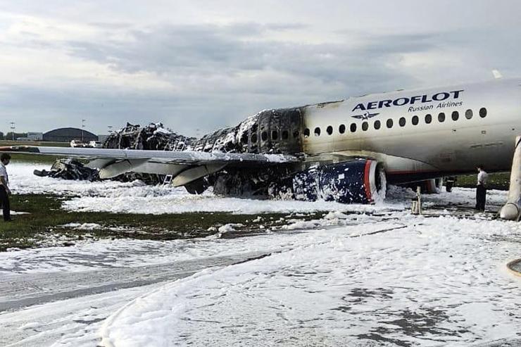 Vene reisilennuki hädamaandumisel hukkus 41 inimest