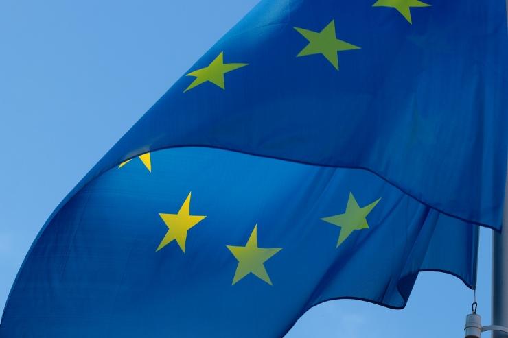 9.  mail heisatakse Eesti ja Euroopa Liidu lipud