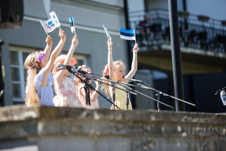 Linnapea: heiskame tänasel päeval emade auks Eesti lipud