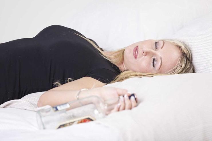 ALKOHOLIGA KIMPUS PEREEMAD: Peol viisakalt mekitud šampusepokaalile järgneb kodus pudel viina