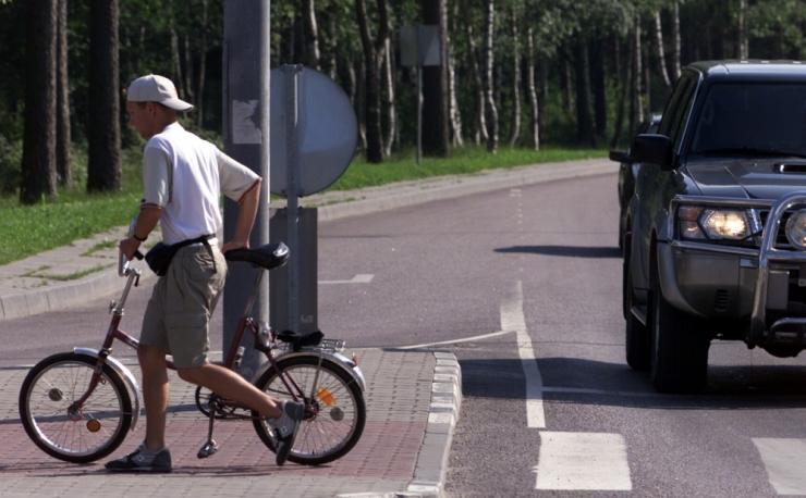 Tallinnas jäi auto alla 12-aastane jalgrattur