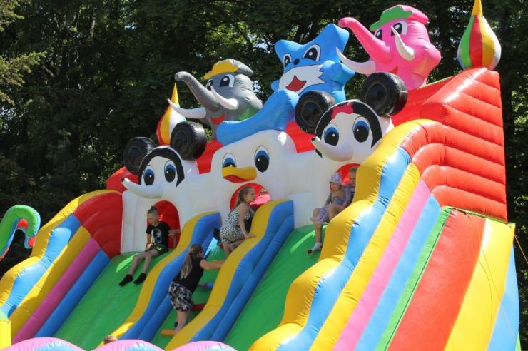 Haaberstis tähistatakse lastekaitsepäeva Väike-Õismäe tiigi kaldal