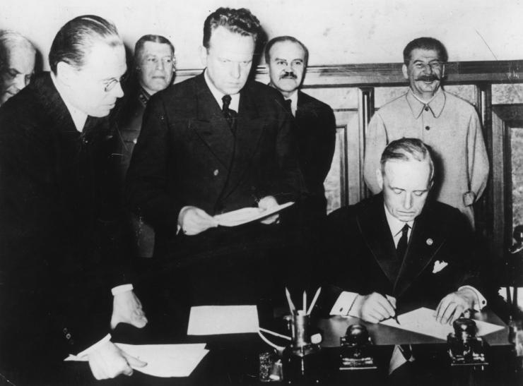 Vene sihtasutus avaldab esmakordselt Molotov-Ribbentropi pakti venekeelse dokumendi