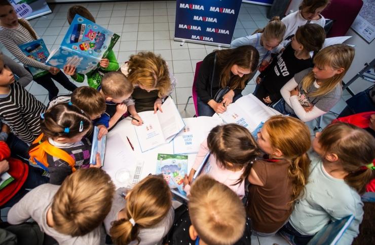 Maxima kinkis raamatukogule üle poole tuhande lasteraamatu