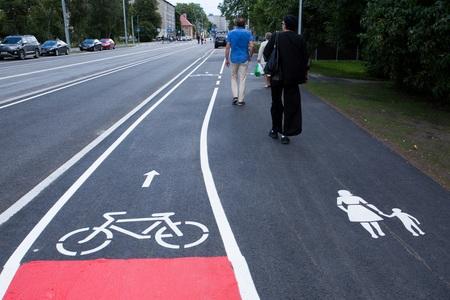Tallinn kaalub turvalisuse pärast kesklinna rattateede märgistamist punase värviga