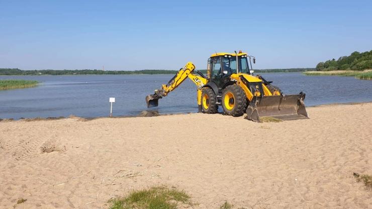 Harku järve ääres lehvib pärast veepõhja puhastust kollane lipp