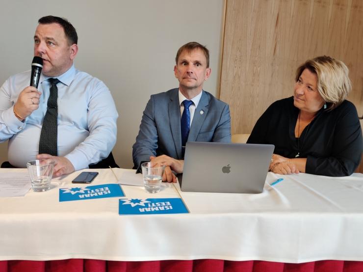 Isamaa volikogu esimehena jätkab Sven Sester