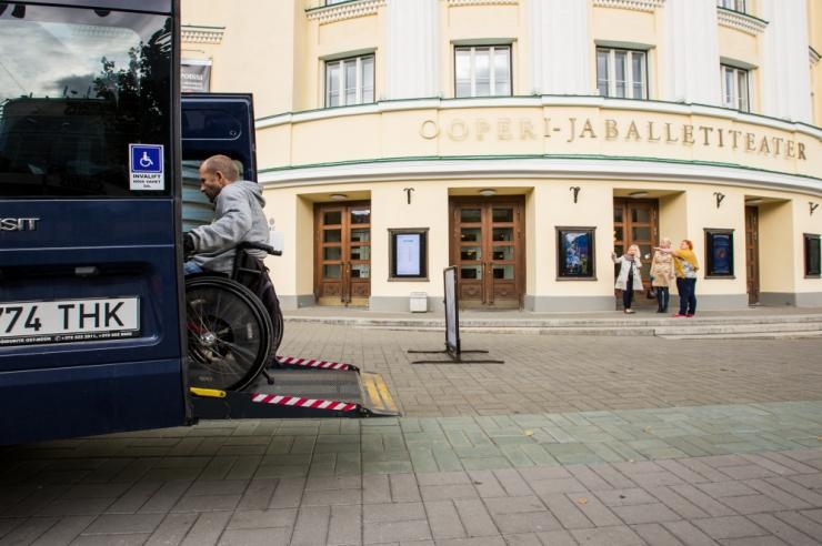 Tallinn laiendab puuetega inimeste liikumisvõimalusi