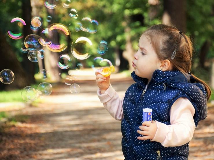 Järveotsa mänguväljakul saab nautida tasuta lasteteatri etendust ja sõitu ponikaarikuga