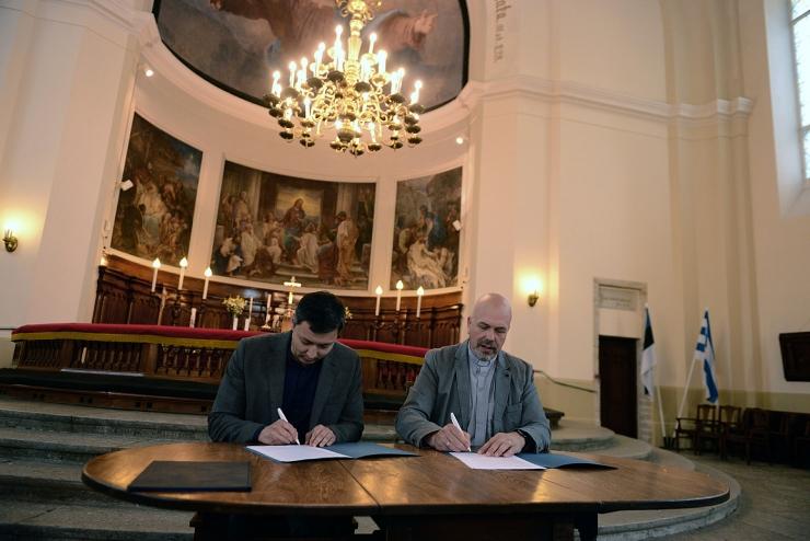 GALERII: Tallinna linn ulatas Kaarli kogudusele abikäe