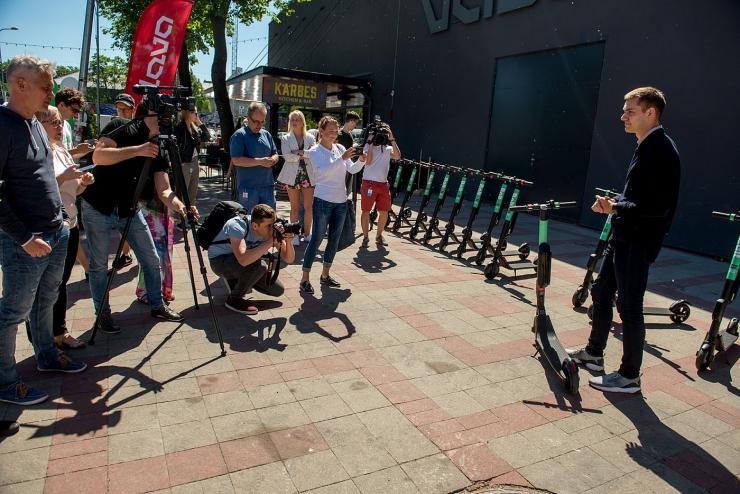 FOTOD! Tallinnas saab laenutada elektritõukerattaid