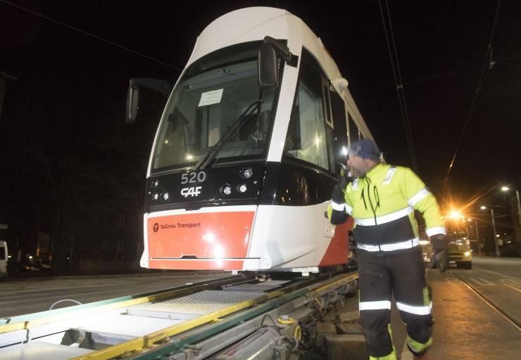 Jaaniööl sõidavad trammid kauem