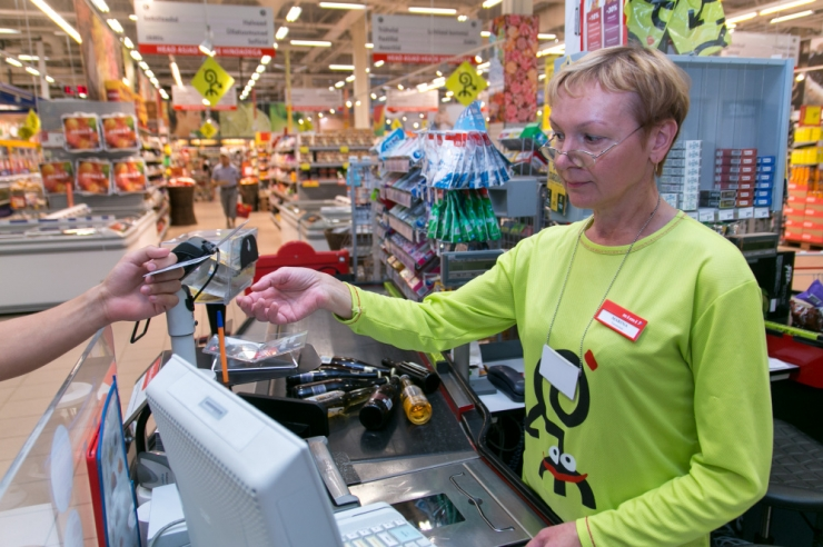 Ligi pooled Eesti müüjad ei küsi alaealistelt alkoholiostjatelt dokumenti