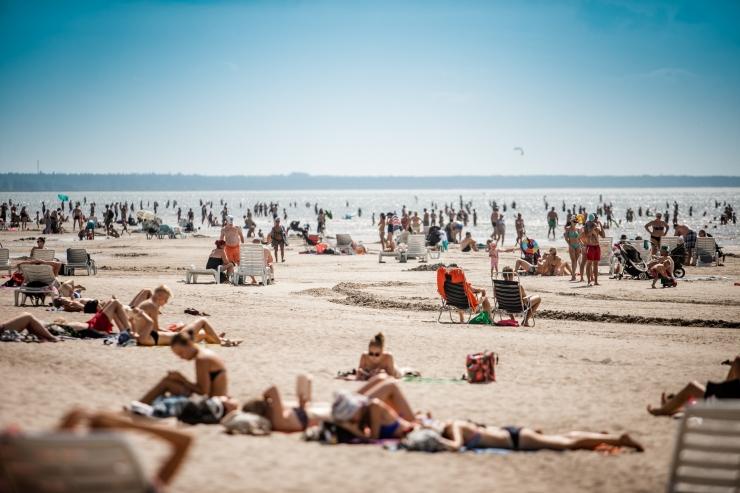 Ekspert hoiatab: kuumal päeval peab rannas mobiiltelefoniga väga ettevaatlik olema