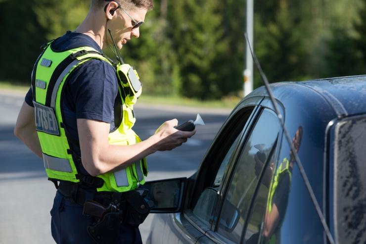 Politsei tabas jaanipäeval 114 joobes sõidukijuhti