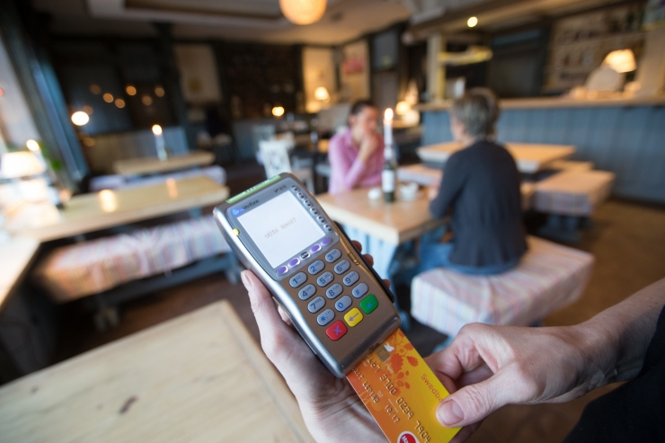 Pangaliit hoiatab: enne viipekaardiga maksmist kontrolli summat ja regulaarselt vaata kontoseisu