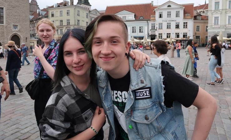 GALERII: Tallinna õpilasmaleval algas töösuvi