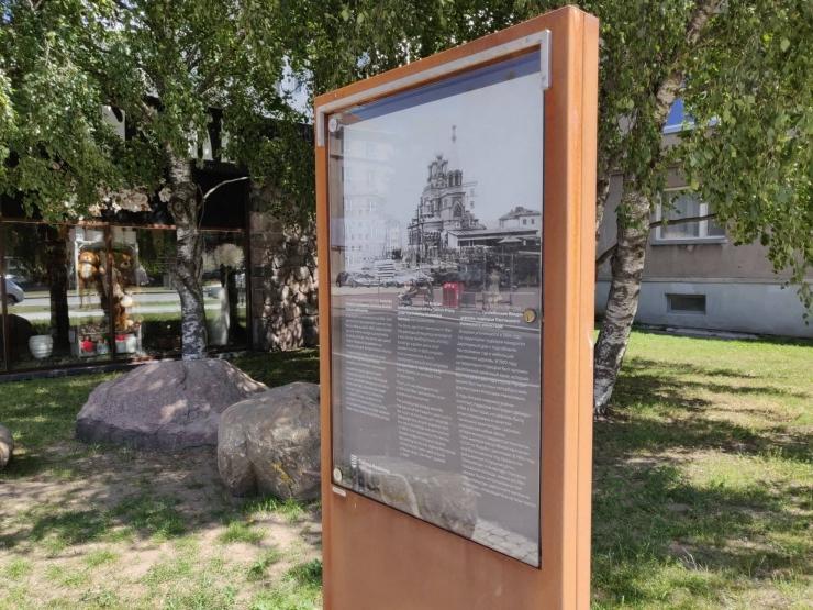 Kesklinnas soditi Kuremäe abikloostri infotahvel