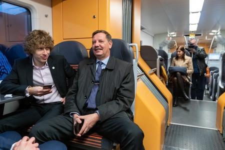 Aas: Elroni uued rongid bussiliine väga ei mõjuta