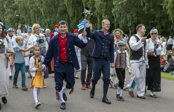 GALERII: Tallinna linnaametnikud marssisid laulupeorongkäigul