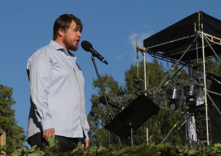 Ravila pargis saab vaadata Jarek Kasari kontserti