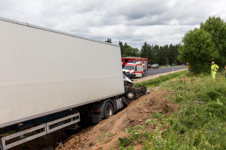 Jõgevamaal sai traktori ja kaubiku kokkupõrkes vigastada mees