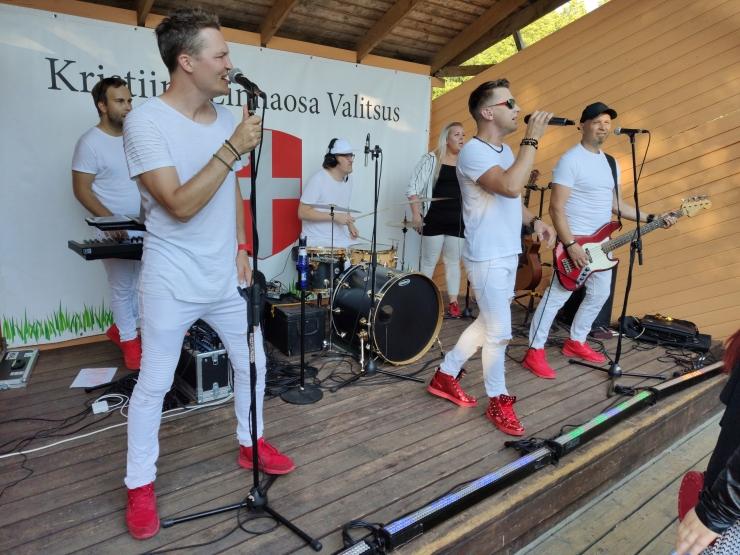 VAATA VIDEOT: Löwenruh` pargi muusikasuvi jätkus ansambliga Sunlight
