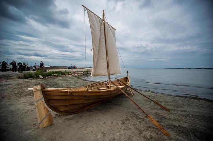 GALERII JA VIDEO: Viikingipaat ristiti Hõbelinnuks ja tegi esimese meresõidu