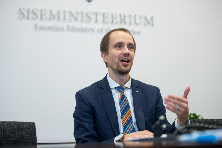 Siseministeeriumi kantsler: suunised kokkuhoiukohtade leidmiseks anti mai keskel