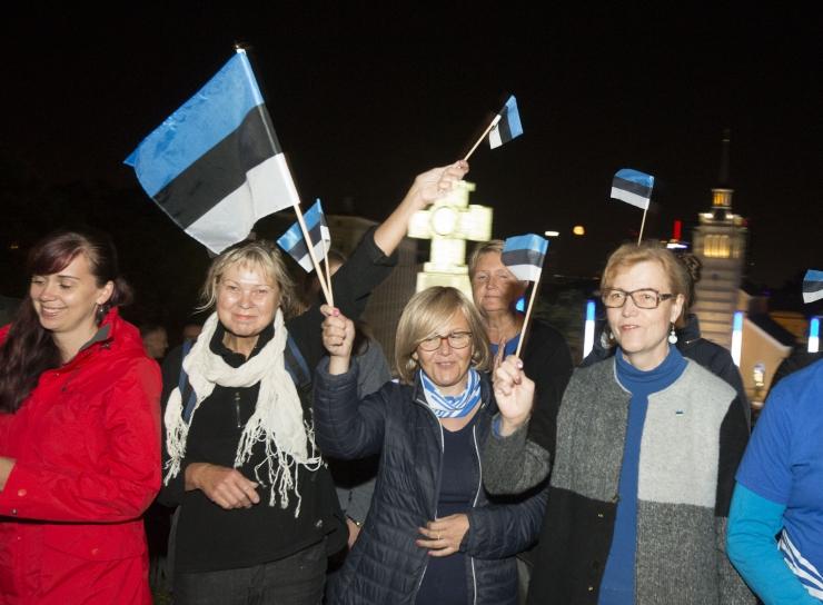 VAATA PILTE: Tallinnas tähistati taasiseseisvumispäeva kuni hiliste õhtutundideni