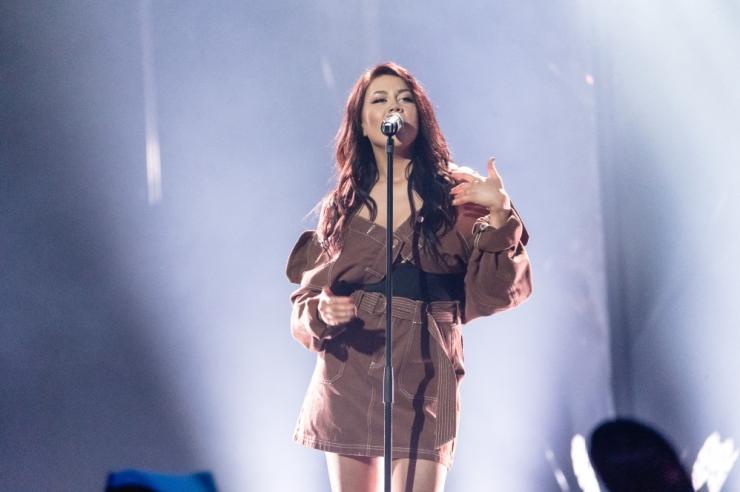Elina Born laulab Poolamäe pargis