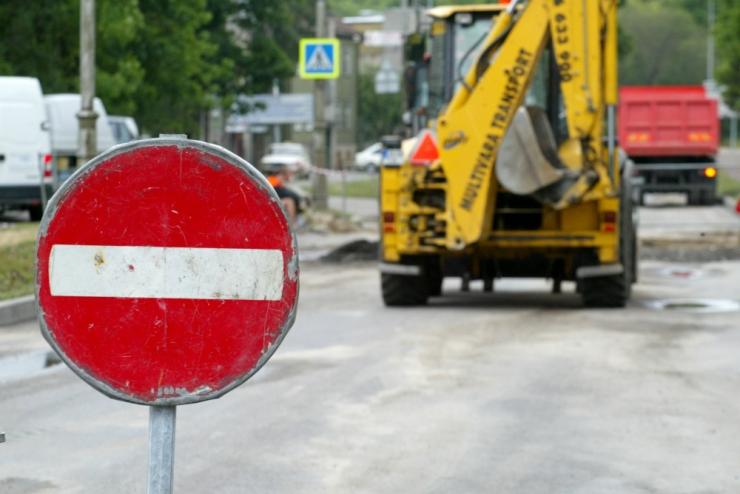 Kadaka puiestee on Tähetorni ja Nõva tänava vahelisel lõigul suletud