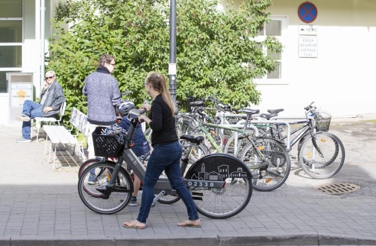 Riskijuht: autojuhid peaksid aeg-ajalt sõiduki jalgratta vastu vahetama